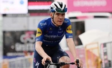 UITSLAG ETAPPE 6 GIRO. Niet Remco Evenepoel, maar Hongaar Attila Valter in het roze na etappe die Gino Mäder wint