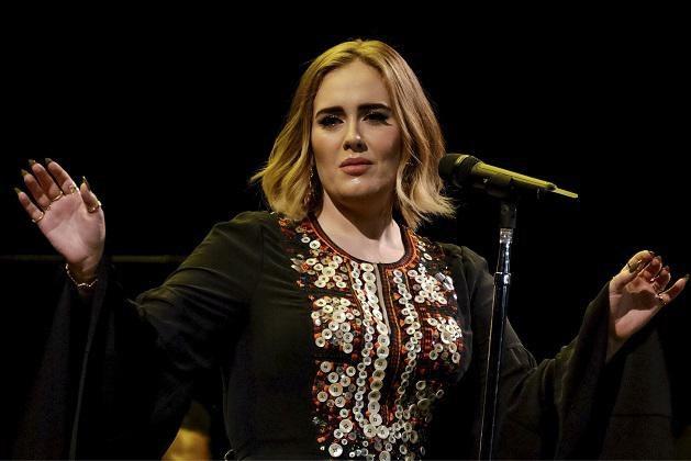 """De moeizame relatie die Adele met haar vader had: """"Ik spuug in zijn gezicht"""""""