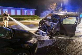 Bestelwagen brandt uit doordat dertiger onder invloed kilometers op kapot wiel rijdt