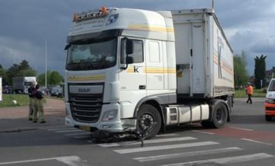 Fietser overleden na aanrijding door vrachtwagen