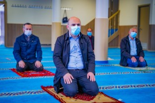 """Burgemeester schakelt moskeevoorzitters in: """"Dubbel zoveel besmettingen bij allochtonen"""""""