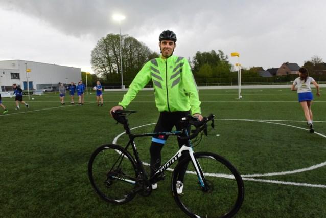 Kurt Verhoeven fietst 500 kilometer voor korfbalclub Rijko en zamelt zo 2.300 euro in