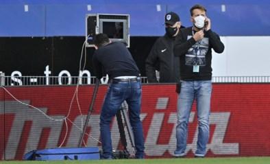 """Kompany en Van den Brom boos over beschamend incident met VAR-busje: """"We mogen dit niet aanvaarden"""""""