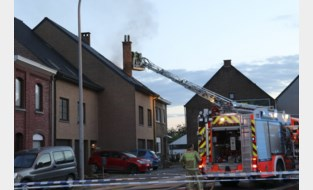 Woning zwaar beschadigd na felle brand, gezin kan ontkomen