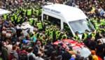 Honderden inwoners van Glasgow omsingelen bus immigratiedienst en eisen vrijlating twee Indiase mannen