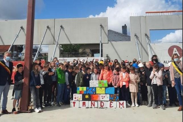 Eerste steen voor gloednieuw schoolgebouw De Tandem gelegd: 248 leerlingen komen samen in één gebouw