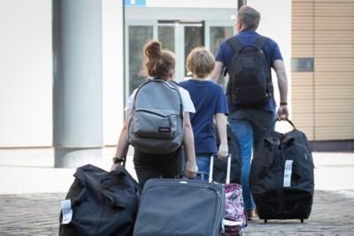 Niet gevaccineerd maar toch met het gezin op reis? Dat zal een pak extra kosten