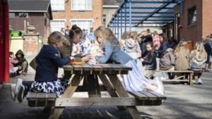 """Kinderen én hun leerkrachten opmerkelijk vaker besmet: """"Als scholen open zijn, betaal je daar een prijs voor"""""""