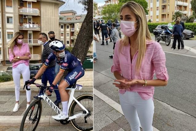 """Tim Merlier had een """"slechte dag"""" in de Giro, maar werd verrast door vriendin Cameron: """"Ik blijf spijtig genoeg wel niet lang"""""""