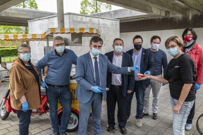 Burgemeesters bedanken medewerkers vaccinatiecentrum op Dag van de Verpleegkundige