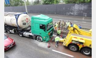 Klein brandje aan tankwagen na klapband voor Tijsmanstunnel