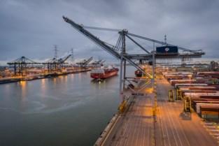 Bemanning van containerschip in quarantaine nadat acht leden positief testten