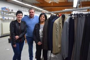Naaimachine, strijktafel en kleding van Cloë Confectie worden geveild