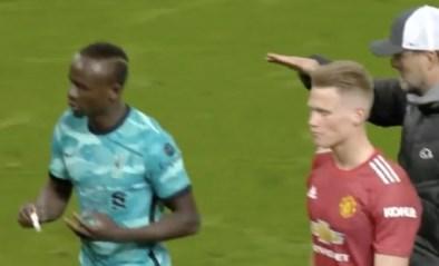 """Sadio Mané weigert vuistje van coach Klopp: hommeles bij Liverpool? """"Niks aan de hand, gewoon geen uitleg gekregen"""""""