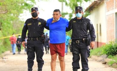 Lichamen van zeven vrouwen en drie kinderen gevonden op grond van oud-politieagent in El Salvador: man verdacht van zedenfeiten