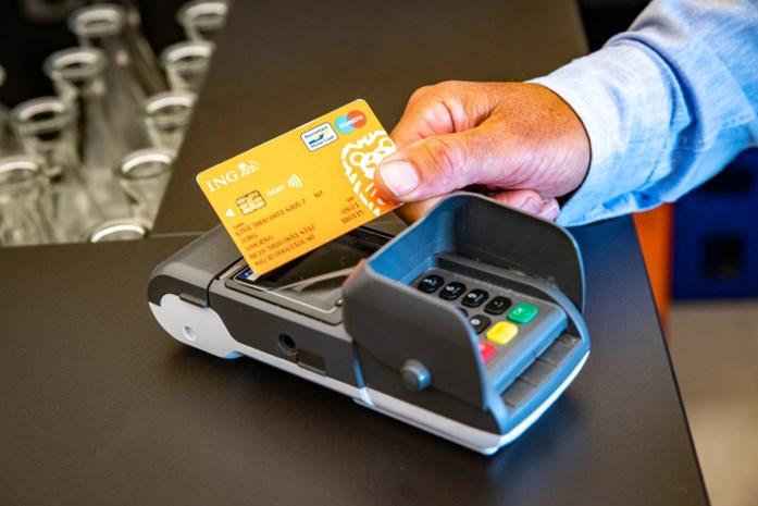 Contactloos betalen volledig ingeburgerd door corona: zo weinig cash heeft de gemiddelde Belg nog op zak