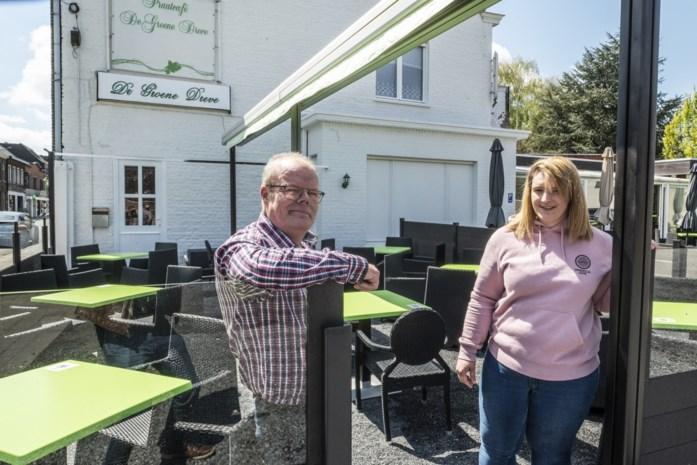 """Cafébaas overweegt jongeren onder achttien jaar niet langer toe te laten: """"Ze lappen de regels aan hun laars"""""""