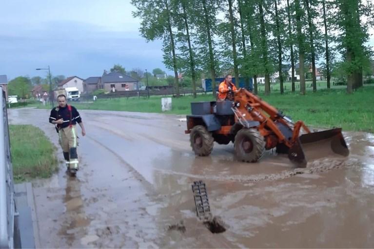 """Lokaal onweer zorgt voor veel wateroverlast en bliksemschade: """"Vlammen kwamen uit de koelkast"""""""