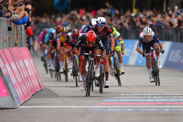 UITSLAG ETAPPE 7 GIRO. Caleb Ewan snelt opnieuw naar winst in verraderlijke massasprint in de Giro, Tim Merlier strandt op plek drie