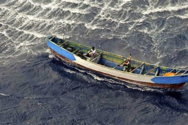 Meisje (17) na 22 dagen van stilgevallen boot gehaald