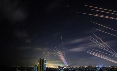 """Israël beantwoordt """"zware regen van raketten"""" vanuit Gazastrook met dodelijkste aanval sinds gevechten opnieuw zijn losgebarsten"""