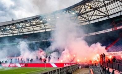 Geen supporters toegelaten, maar match in Eredivisie moet toch stilgelegd worden nadat er vuurwerk op veld wordt gegooid