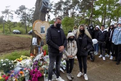 """250 familieleden en vrienden herdenken verongelukte Tibau (18): """"Hij was een topkerel, altijd een lach op zijn gezicht"""""""