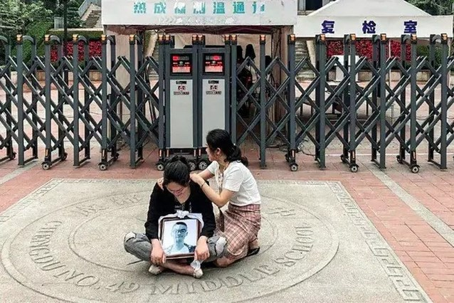 Hoe de tragedie van één Chinese moeder in geen tijd uitgroeide tot een nationale complottheorie