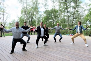 """Bij opening van eerste Zensportplatform gaan ook minister en schepenen vlot door de knieën: """"Dit brengt rust en evenwicht"""""""