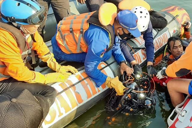 Boot kapseist door selfie: 7 mensen verdrinken voor kust van Java