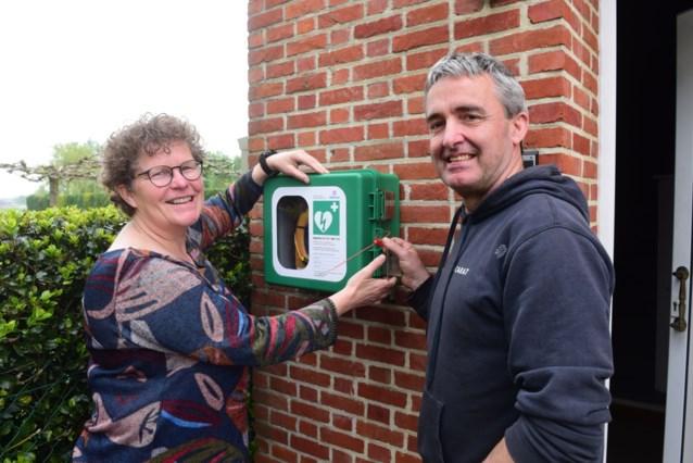 Brigitte stelt defibrillator voor iedereen beschikbaar