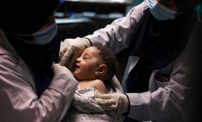 Vijf maanden oud jongetje levend van onder puin gehaald, al 55 kinderen om het leven gekomen bij bombardementen in Israël