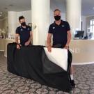 Jo Planckaert (rechts) zorgt er elke dag voor dat de matrassen van Deceuninck – Quick-Step op de juiste plek belanden