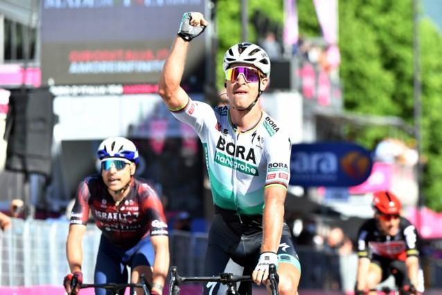 UITSLAG ETAPPE 10 GIRO. Peter Sagan rondt perfect ploegwerk af door massasprint te winnen, Evenepoel pakt seconde terug op Bernal