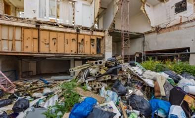 Twee jaar na instorting groeit bouwval uit tot grote vuilnisbelt