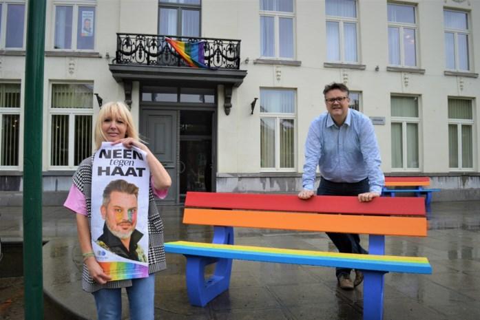 Tabakstad zegt neen tegen haat met regenboogbanken