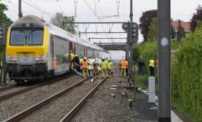 Zestig reizigers geëvacueerd na aanrijding op spoor