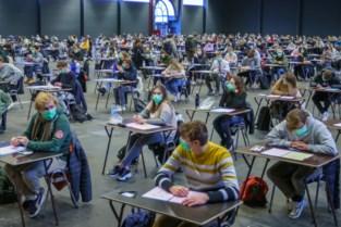 Verbod op delen van examenvragen aan UGent onder vuur: studenten protesteren