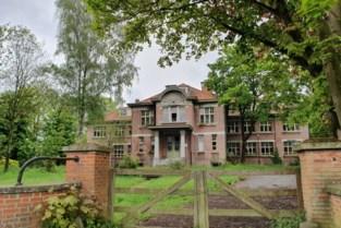 Jongeren stichten brand in verlaten schoolgebouw