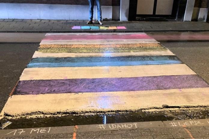 Zebrapaden ingekleurd als statement tegen homofoob en transfoob geweld