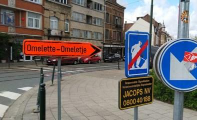 Even een 'omeletje' rijden? Bizar bord duikt op aan werf in Jette