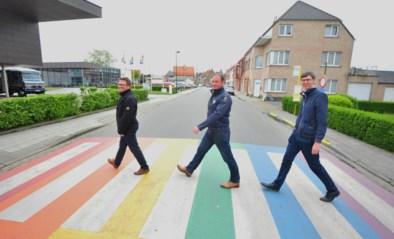 Oudenburg in regenboogkleuren<BR />