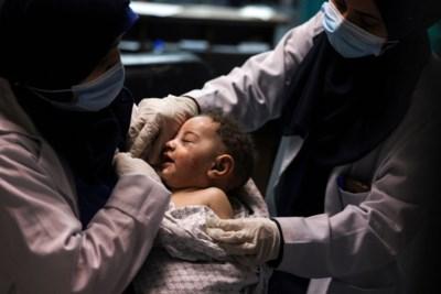 Vijf maanden oud jongetje levend van onder puin gehaald, al 58 kinderen om het leven gekomen bij bombardementen in Gazastrook