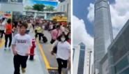 Wankelende wolkenkrabber veroorzaakt veel paniek in Chinese grootstad