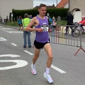 """Ward Van Der Kelen verbetert in Liedekerke het omlooprecord: """"Marathon is mijn droomafstand"""""""