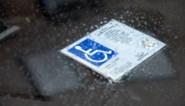 Politie controleert op misbruik gehandicaptenkaart