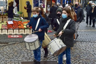 Brassband Hombeek levert aspergemenu aan huis