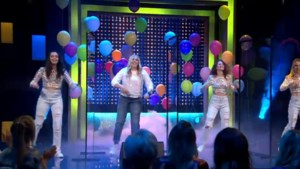 """Amelie Albrecht vliegt Vlaanderen rond voor 'De Cooke & Verhulst show': """"Het mooiste moment? Optreden met K3"""""""