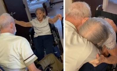 Bejaard koppel moest jaar lang gescheiden leven, maar weerzien bewijst dat ze nog steeds smoorverliefd zijn