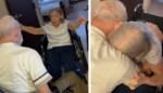Bejaard koppel moest een jaar lang gescheiden leven door coronapandemie, maar weerzien bewijst dat ze nog steeds smoorverliefd zijn